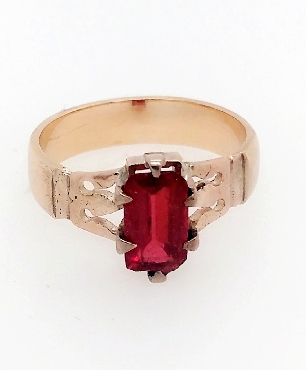 14K and red stone ring. Size 8