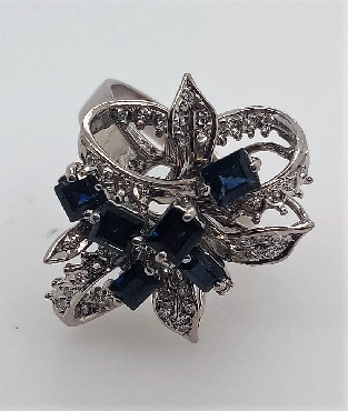 18kt white gold floral ring with Sapphires & Diamonds size 8.5