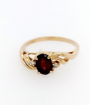 14K garnet ring with two small diamonds. Size 6.25
