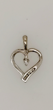 10K White Gold Heart Pendant with Accent Diamond in Center and Five Accent Diamonds at Bottom