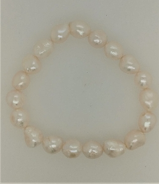 9mm white baroque pearl stretch bracelet.