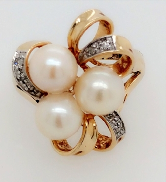 14k yellow gold 3 pearl and diamond ring size 6