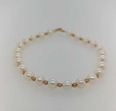Saltwater Pearl Bracelet with 14K Yellow Gold Beads between Pearls and 14K Clasp