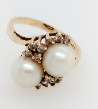 14K Yellow Gold Bypass Style Ring with Two Pearls and 14 diamond Accents Size 7