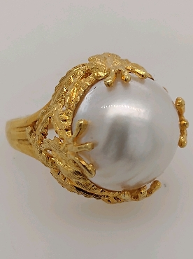 18K Yellow Gold Mabe Pearl Ring with Leaf Detail Size 9.5