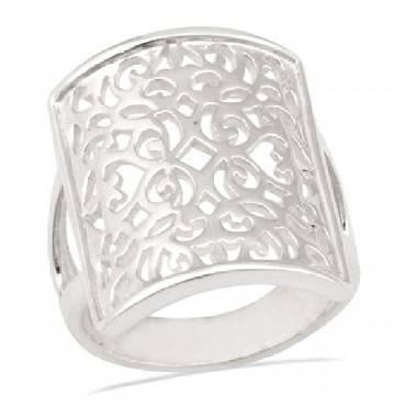 Sterling silver Southern Gates ring. 7/8   high at the highest point. Size 7  R135/7