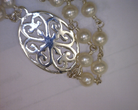 Sterling silver Southern Gates bracelet with freshwater pearls. 7   long with toggle clasp. JK30W