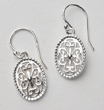 Southern Gates Sterling Silver small oval earrings with textured edge. 3/4   high by 1/2   wide (approx.) E407