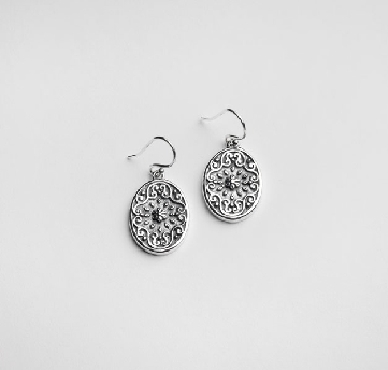 Sterling silver Southern Gates stamp oval earrings.  E445.