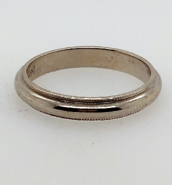 14k white gold miligrain edge wedding band with rounded top. Size 9.5.
