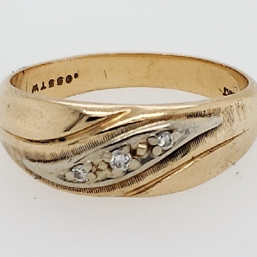 14k yellow gold band with 0.055 CTTW diamonds size 9