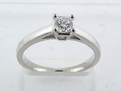 18KW engagement ring; Set with an ideal Dream cut diamond by Hearts On Fire:     -Center: 0.331ct E SI1 (DRM17871)