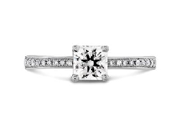 18K white gold ring    Dream signature engagement ring   by Hearts On Fire set with:  - 0.773ct DRM19841; I; VVS1 - 20*=0.117cttw RBC diamonds; I/J VS-SI by Hearts on Fire