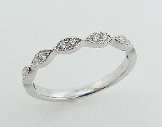 14KW lady s wedding band set with: - 14 RBC diamonds; 0.11cttw; G/H; VS-SI