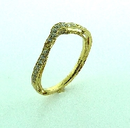 18 KY wedding band by Parade Design to match R3195 set with: - 27 round brilliant cut diamonds; 0.21 cttw; G/H; SI
