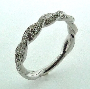 18KW diamond band to match R3568 by Parade Design set with: - 39 round brilliant cut diamonds; 0.29cttw; G/H; SI