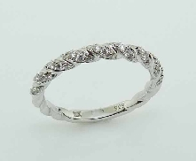 14KW Frederic Sage diamond twist band set with: - 45 RBC diamonds; 0.23cttw; G/H; VS-SI
