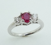 18K white gold engagement ring set with: - 0.577ct Ruby - 2*-0.354ct SI1 I/J round brilliant cut diamonds
