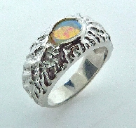 14KW CG Ladies ring Studio Tzela set with: - 0.38ct Opal