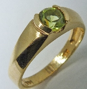 14 karat yellow gold coloured gemstone ring. Set with a 0.50 carat Round Faceted Peridot.