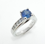 14K white gold ring set with:  - 1.04ct sapphire - 0.50ct SI1-2 H/I