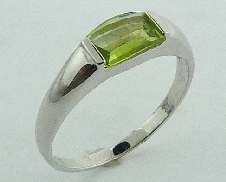 14 karat white gold coloured gemstone ring. Set with a 0.80 carat Peridot.