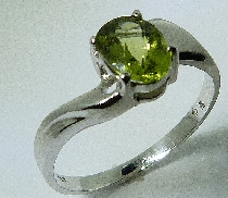 14 karat white gold coloured gemstone ring. Set with a 0.80 carat Peridot ring.