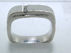 14K white gold band.  2 diamonds = 0.035cttw. SI G/H Size 6.5 4mm
