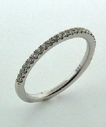 18KW diamond band by Parade Designs to match R1915 set with: - 26 round brilliant cut diamonds; 0.18 cttw; G/H; SI