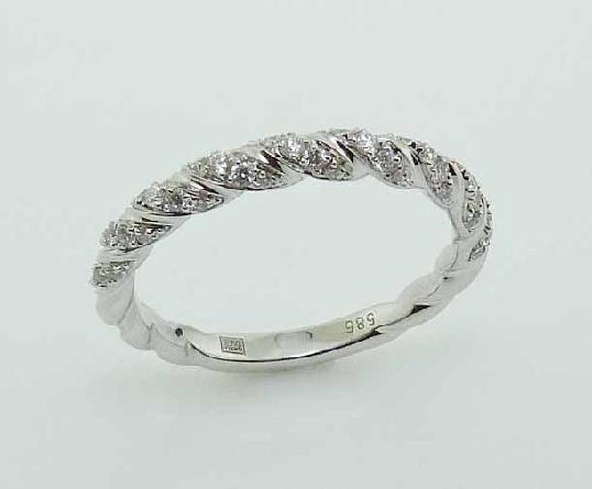 14KW Frederic Sage diamond twist band set with: - - 45 RBC diamonds; 0.23cttw; G/H; VS-SI