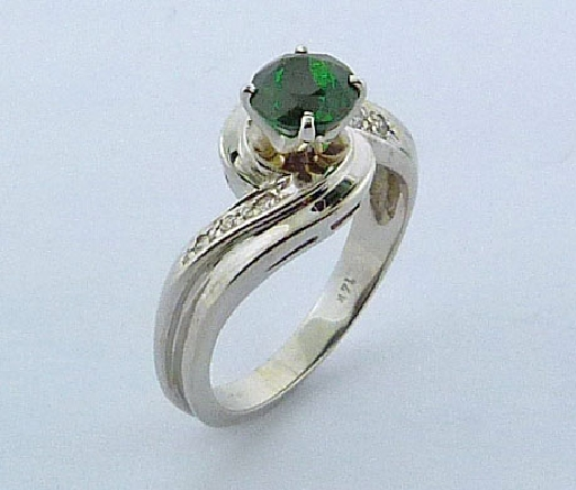 14 Karat White Gold Lady s tsavorite garnet ring:  - Tsavorite garnet =1.143ct - Accent side diamonds 6=0.079ct total weight; excellet cut; SI/VS; G