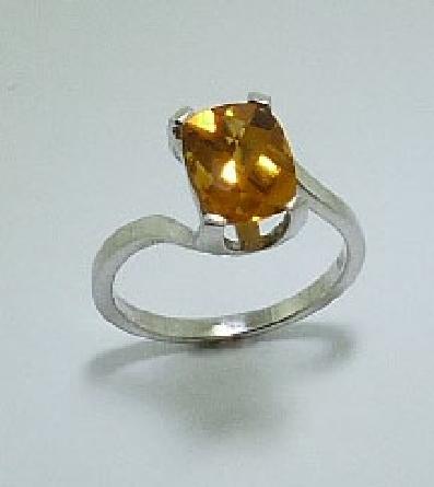 14 karat white gold coloured gemstone ring. Set with a 1.70 carat Citrine.
