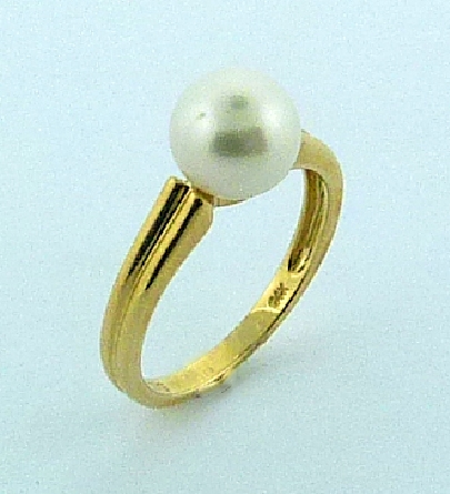 Ladies pearl ring 14KY