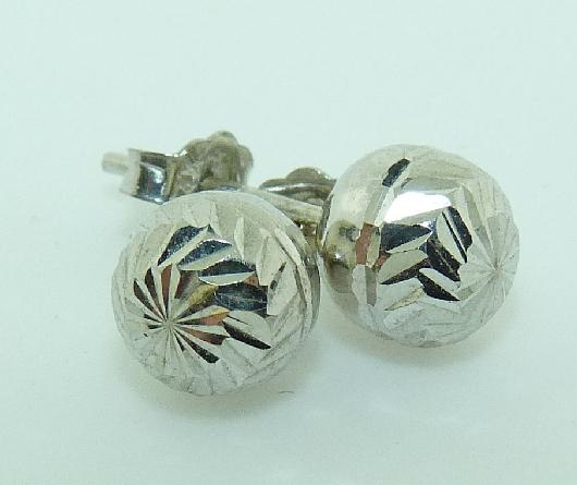 14K White gold stud earrings; medium ball shaped