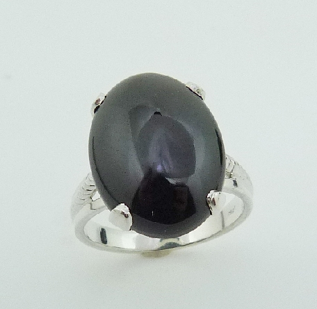 Silver lady s ring set with: - - 13x18 Cabochon Onyx